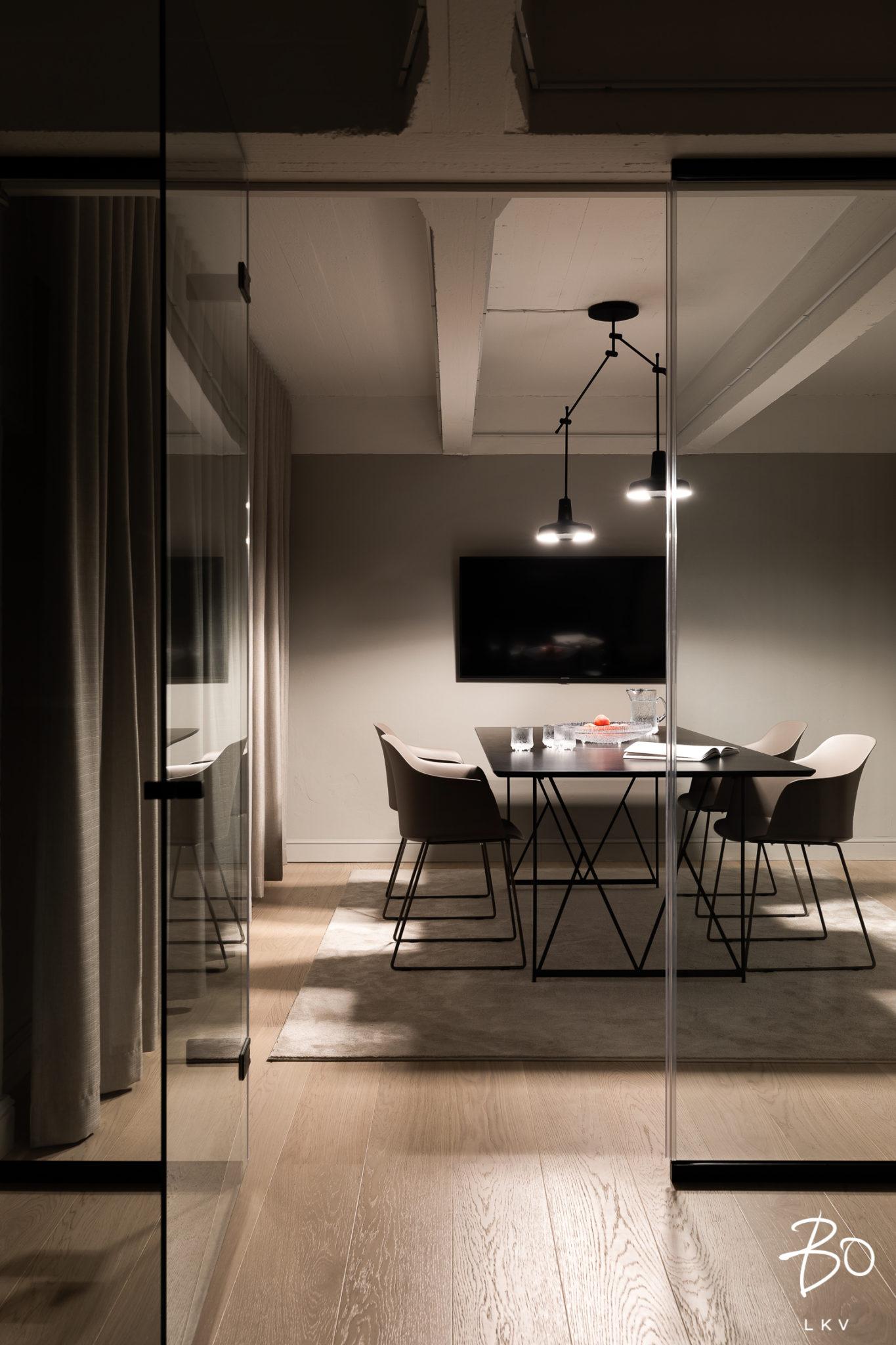 toimisto-sisustus-neuvottelutila-bolkv