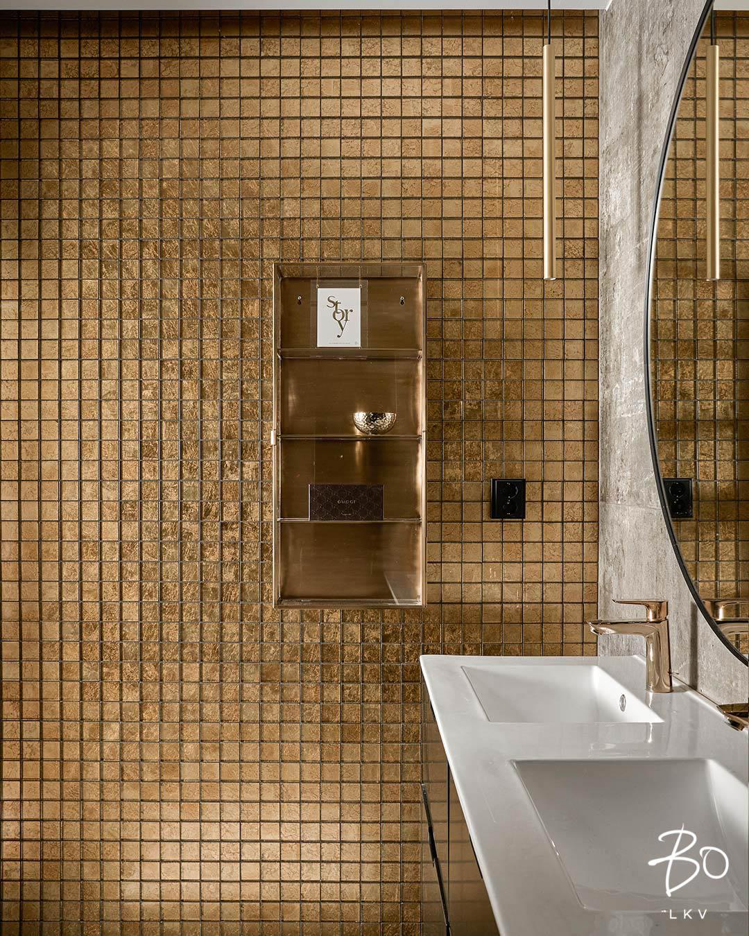 Päämakuuhuoneen kultainen kylpyhuone